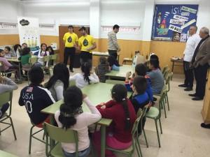 Los escolares atienden muy bien y tiene la oportunidad de participar en los concursos poniendo en práctica los conocimientos básicos en la fase teórica